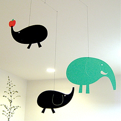 モビール「おとな象さん」